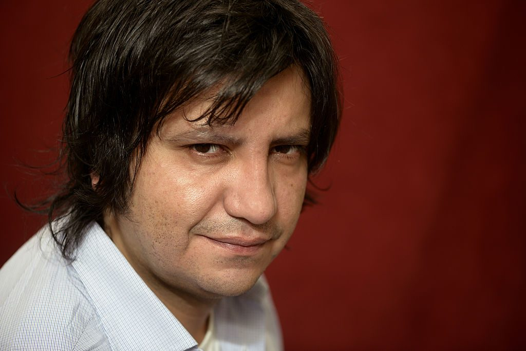 "Alejandro Zambra estará disponible para tips de escritura para ""Santiago en 100 Palabras"""