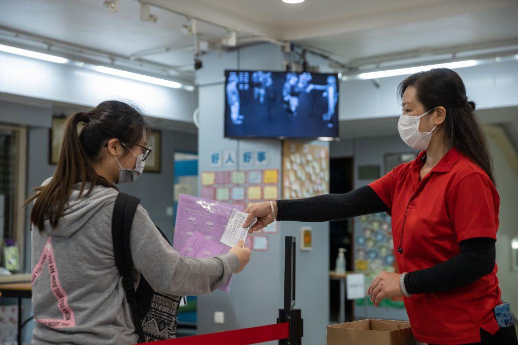 Hong Kong extendió las medidas de distanciamiento social ante el Covid-19