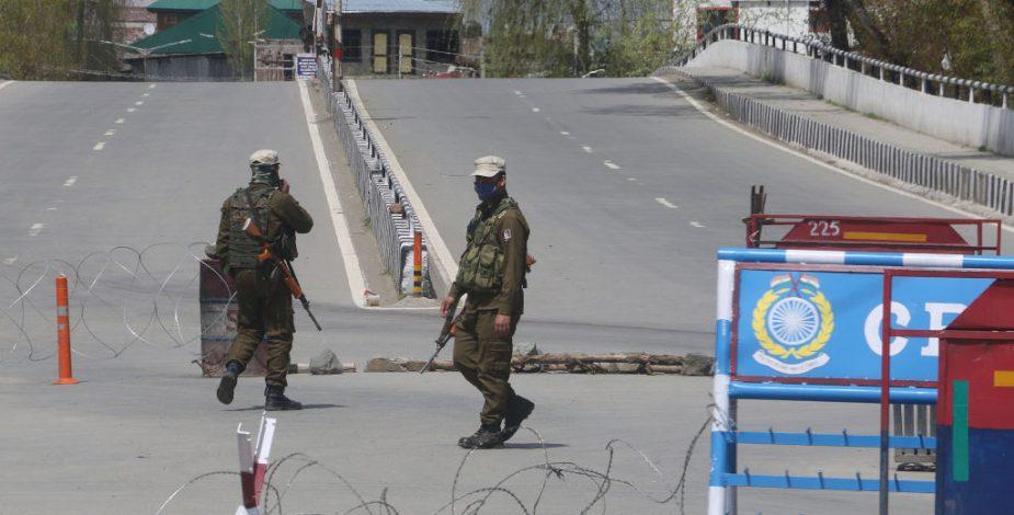 Militares de India y Pakistán mantienen enfrentamientos en Cachemira a pesar del Covid-19