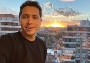 Karol Lucero fue criticado por fotografiarse con filtro de Instagram que simula ser una mascarilla