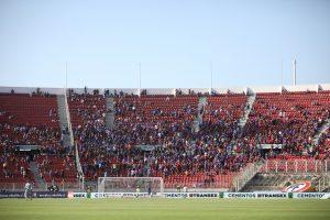 Universidad de Chile estaría evaluando poner hinchas de cartón en la vuelta al fútbol