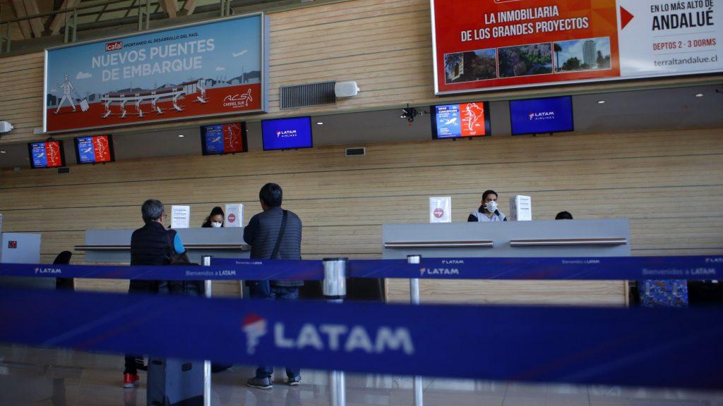 """Hacienda por decisión de Latam: """"Hay sectores importantes de nuestra economía que dependen de los servicios que presta la aerolínea"""""""