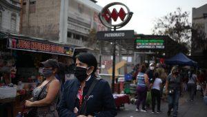 Estudio arrojó que movilidad en comunas de la Región Metropolitana con menores ingresos se redujo entre un 15% y 25%