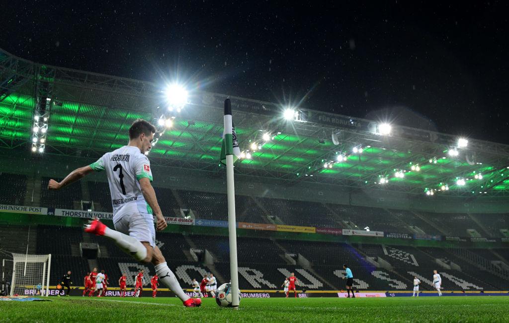 Un partido de Bundesliga antes de la suspensión por el Covid-19