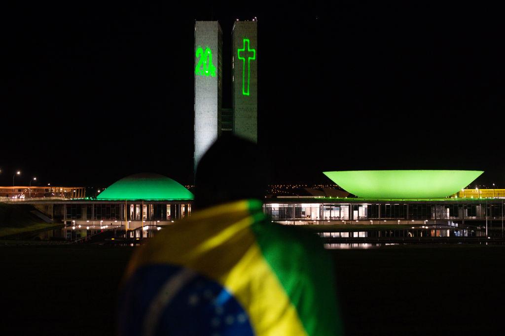 Homenajean a las más de 20.000 víctimas del Covid-19 en el congreso de Brasil