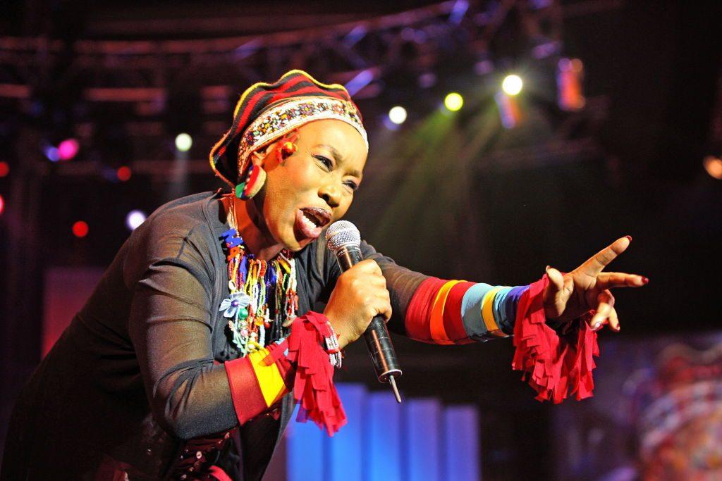 Música de Busi Mhlongo, Markscheider Kunst, Media Banda y otros en MundoVivo