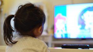 Consumo de televisión en cuarentena ha aumentado a casi siete horas diarias en Chile