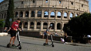 Economía italiana tuvo caída de 5,3% y entró en recesión
