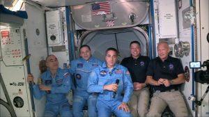 """Una bienvenida """"espacial"""": Nave de SpaceX se acopló con éxito a la Estación Espacial Internacional"""