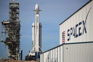 Sigue el lanzamiento del primer cohete privado que llevará astronautas de la NASA al espacio