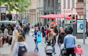 Alemania relajará medidas de distanciamiento y abre fronteras a 31 países europeos