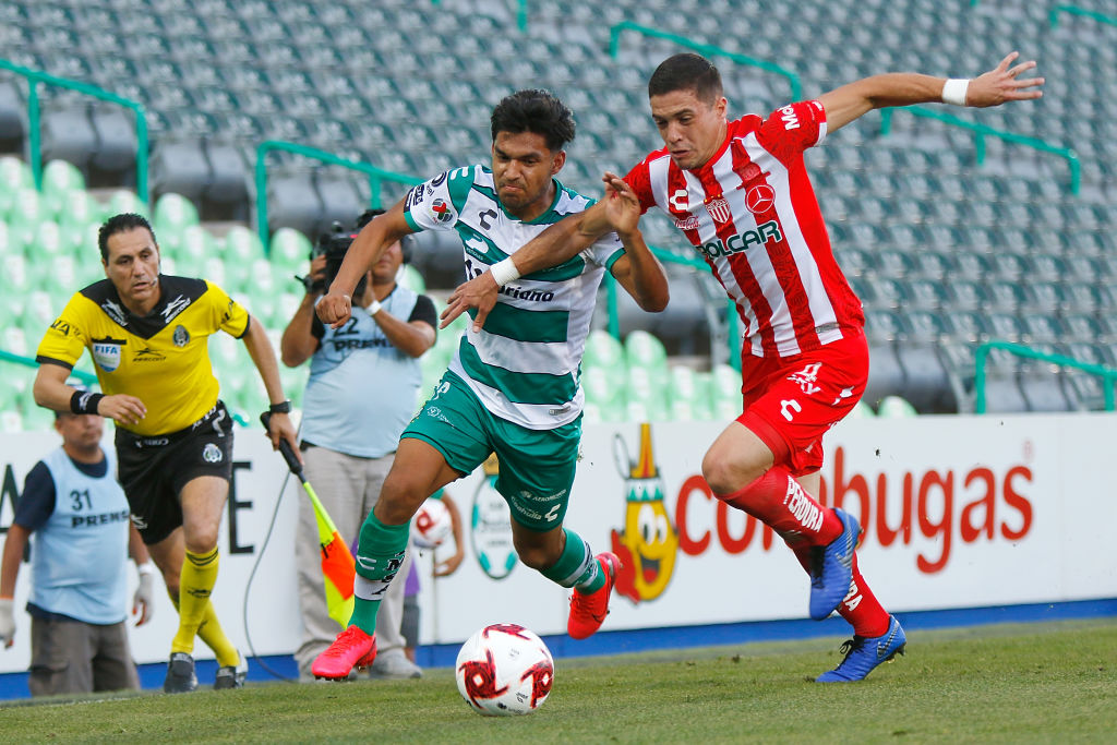 Santos ante Necaxa en la Liga MX