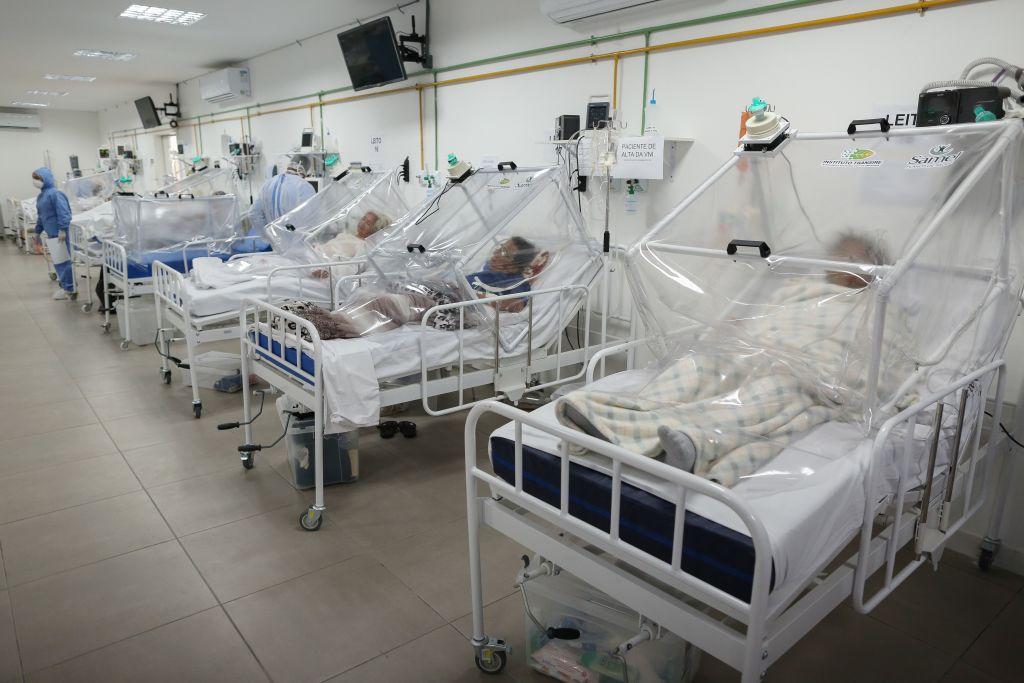 Pacientes del coronavirus en un hospital de Manaos