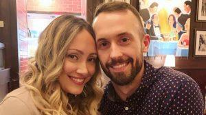 Seguidores hacen pedazos a pareja de youtubers que le buscaron una nueva familia a niño que habían adoptado