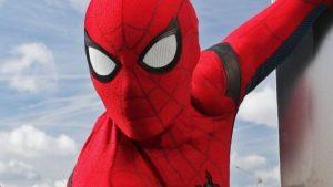 Tres hermanos se dejaron picar por una viuda negra porque quería convertirse en Spiderman