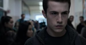 Dylan Minnette de 13 Reasons Why sorprendió con radical cambio de look