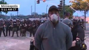 Periodista y equipo fueron arrestados mientras transmitían en vivo sobre protestas en Minneapolis