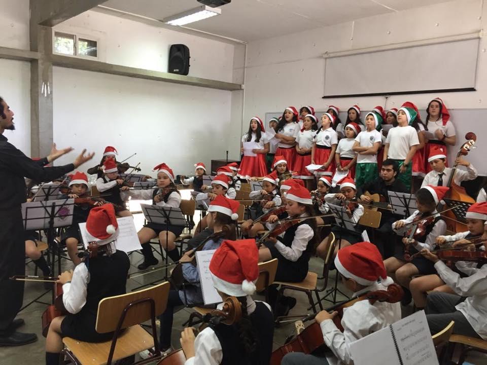"""Orquesta infantil de Lampa sigue con clases a distancia: """"Esta música me gusta, es más diferente que la otra"""""""