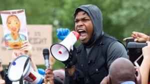 """""""Les estoy hablando desde mi corazón"""": El potente discurso contra el racismo de John Boyega de Star Wars"""