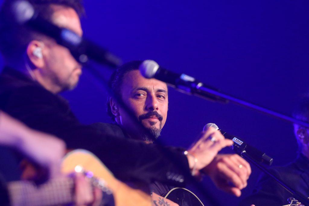 """Claudio Valenzuela y """"Mil caminos"""", disco que revisa la trayectoria de Lucybell: """"Es increíble tomar canciones y ver que pasaron el tiempo"""""""