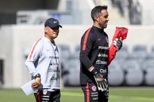 Reinaldo Rueda llenó de elogios a Claudio Bravo: Es impresionante cómo influye en la selección