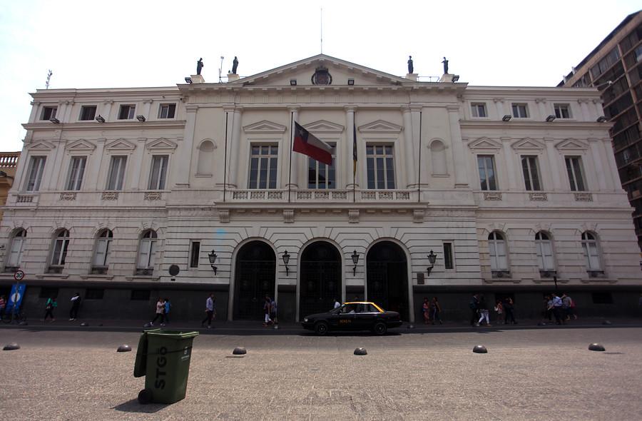 Muere primer funcionario de la municipalidad de Santiago por COVID-19