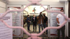 Dictamen de Contraloría estableció que no compete a alcaldes ordernar apertura o cierre de centros comerciales