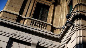 Corte de Apelaciones revocó medidas cautelares y dejó con arresto domiciliario a imputados por fiesta clandestina en Santiago