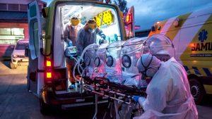 Seis pacientes críticos por Covid-19 fueron trasladados desde la Región Metropolitana al Hospital Base de Osorno