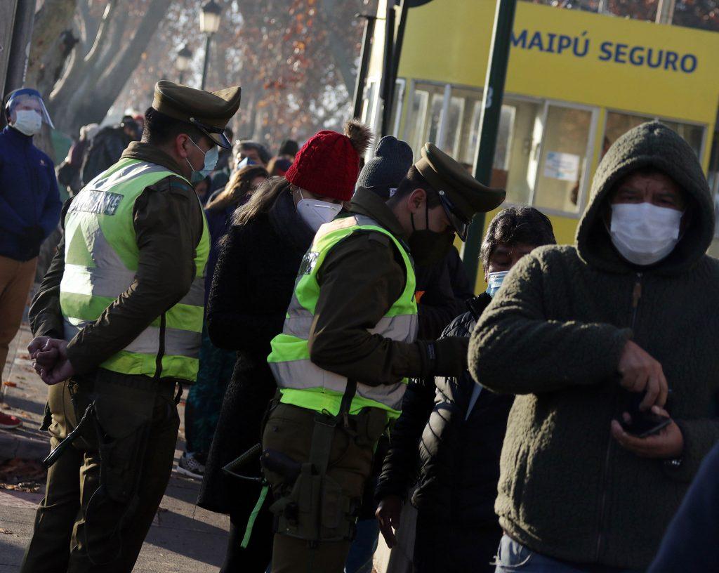 Largas filas en Municipalidad de Maipu por ultimo dia para pagar permiso de circulacion