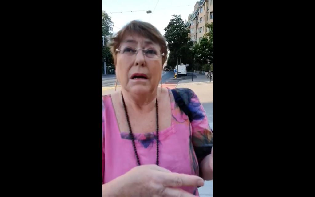 Viralizan video en el que mujer emplaza a exPresidenta Michelle Bachelet por casos de presos mapuche