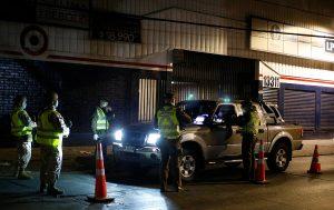 Carabineros reportó una leve alza en la cantidad de personas detenidas por no respetar toque de queda y cuarentenas