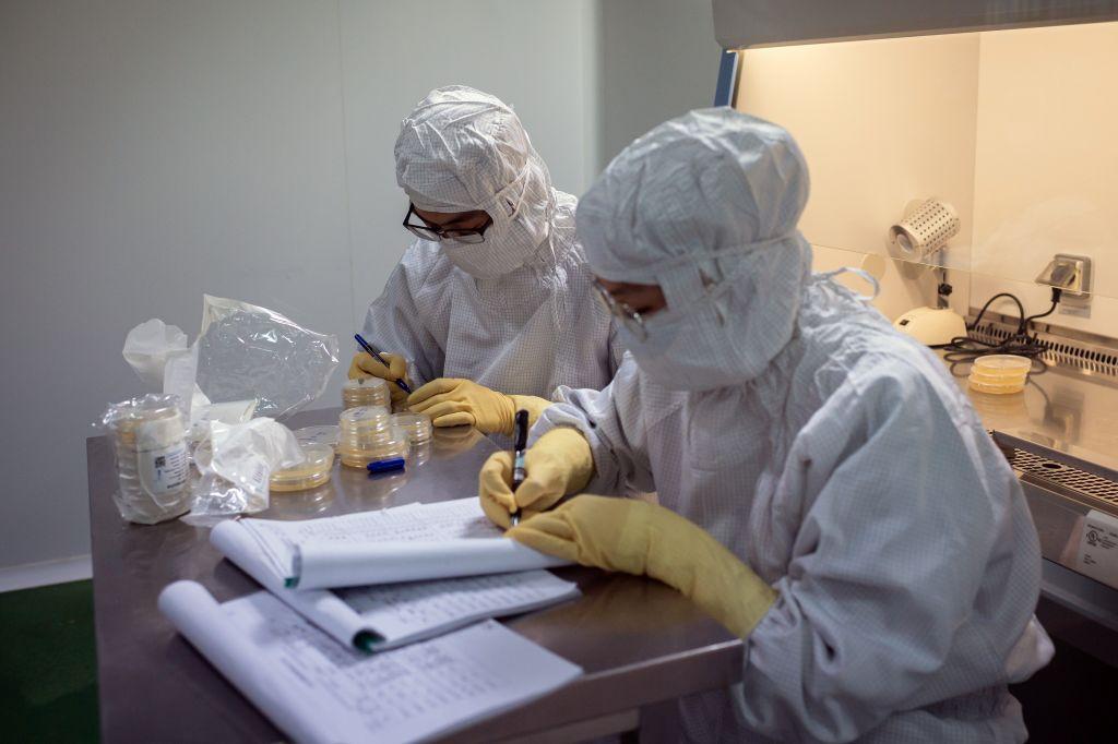 Científicos buscan una vacuna contra el Covid-19 en China