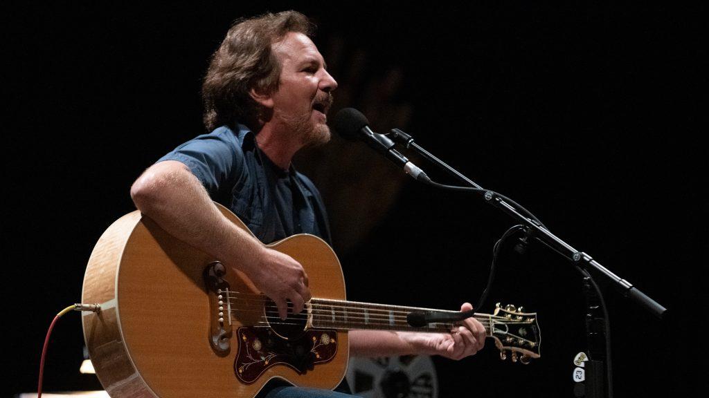 Pearl Jam se refirió a la muerte de George Floyd y las masivas protestas en Estados Unidos con una serie de mensajes en Twitter