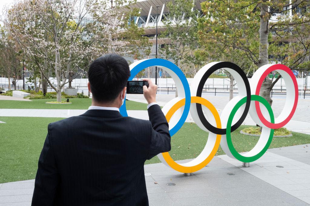 El logo de los Juegos Olímpicos en la ciudad de Tokio