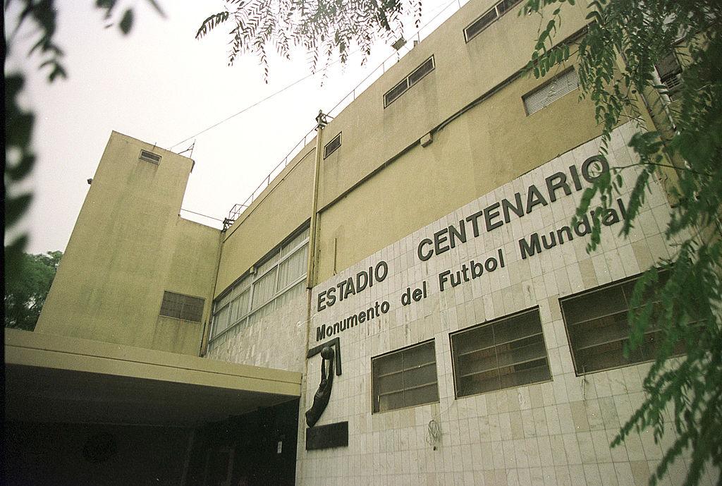 Uno de los ingresos al Estadio Centenario de Montevideo