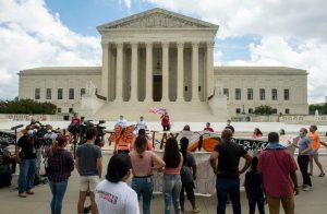 Trump elige a una jueza conservadora y católica para integrar la corte suprema