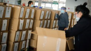"""Gobierno respondió a críticas sobre """"aprovechamiento político"""" en entrega de cajas de alimentos"""