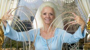 No se las cortaba desde 1979: Lee Redmond, la mujer de las uñas más largas del mundo, contó cómo las perdió