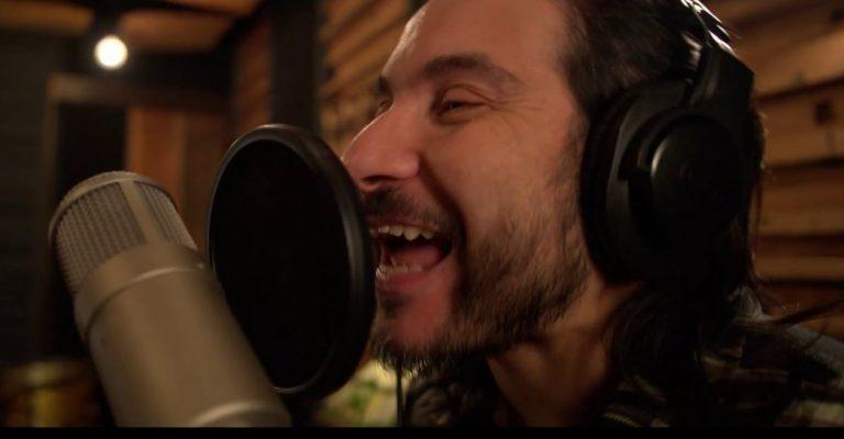 """""""Vacaciones en Wuhan"""": Felipe Avello causó furor con el lanzamiento de su nueva canción"""