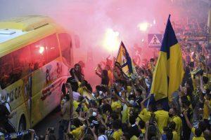 Hinchas del Cádiz no respetaron medidas sanitarias españolas ante posible ascenso: El equipo terminó perdiendo