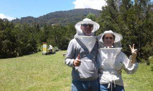 """Dos apicultores de Cochamó colaboraron en """"Todo suma: nuestro ADN es ayudar"""": """"Queremos entregar lo mejor de nosotros y de nuestro trabajo"""""""