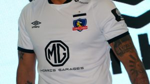 Blanco y Negro denunció a la marca Umbro por incumplimiento reiterado de contrato