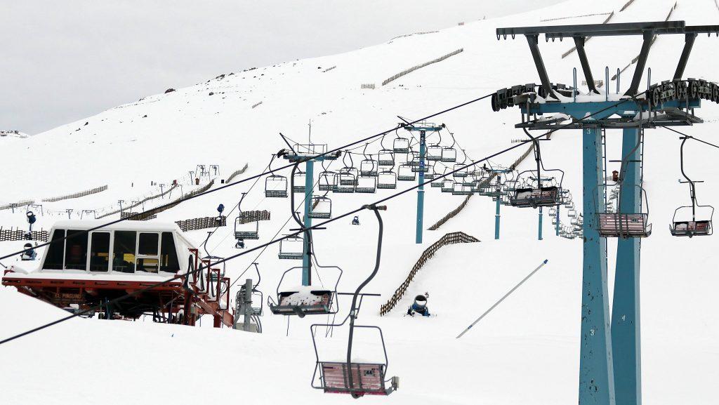 """Alcalde de Lo Barnechea aseguró que pese a la transición, """"los centros de ski están cerrados"""""""