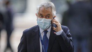Ministro Paris se reunió con expertos que advirtieron más de 70 mil muertos en Chile por la pandemia