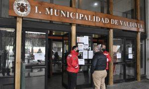 """Omar Sabat, alcalde de Valdivia: """"Nos enteramos por la prensa del desconfinamiento"""""""