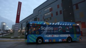 Bus eléctrico para los Juegos Panamericanos 2023 será utilizado para traslado de personal del hospital Exequiel González Cortés