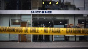 Solitario ladrón robó millonario pozo de sucursal de banco en Las Condes