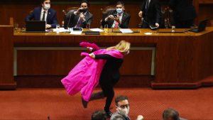 Abuela Tsunade: Pamela Jiles celebró el retiro del 10% corriendo como Naruto