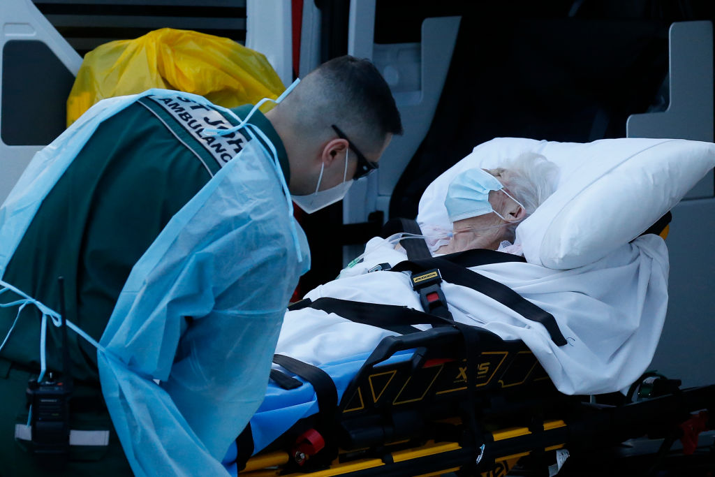 Paciente del Covid-19 es atendida en Australia